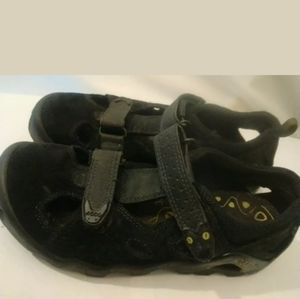 ECCO Closed Toe Hiking Sandals Black Size 35 EU/4-